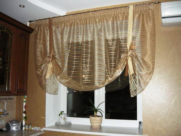 Декоративные шторы на кухне