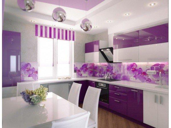 Фиолетовые шторы на кухне