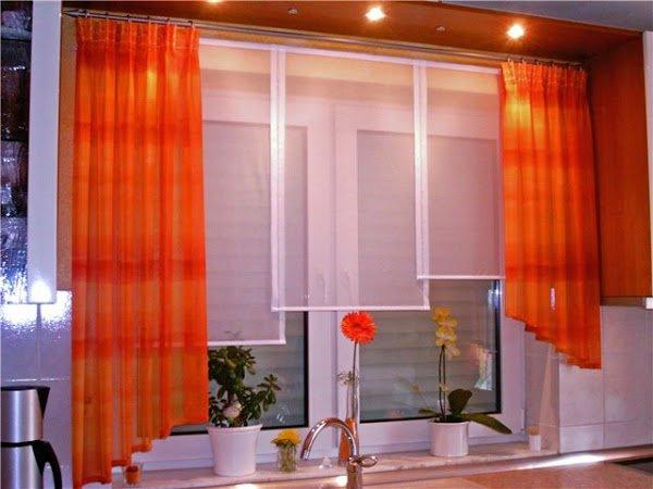 Асимметричные оранжевые шторы на кухню