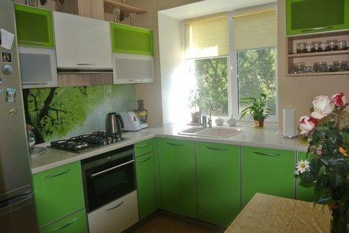 Дизайн кухни 6 кв.м. в зеленых тонах (олива)