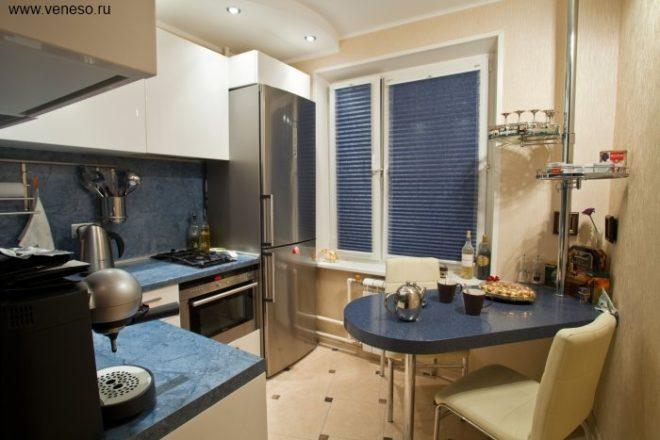 Дизайн интерьера маленькой кухни с холодильником