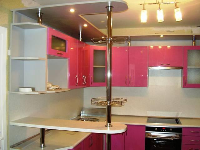 Барная стойка в углу кухни