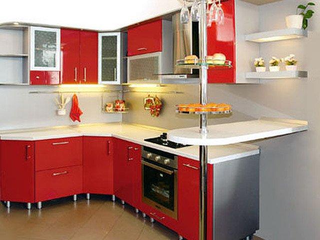 Угловой кухонный гарнитур с барной стойкой для маленькой кухни