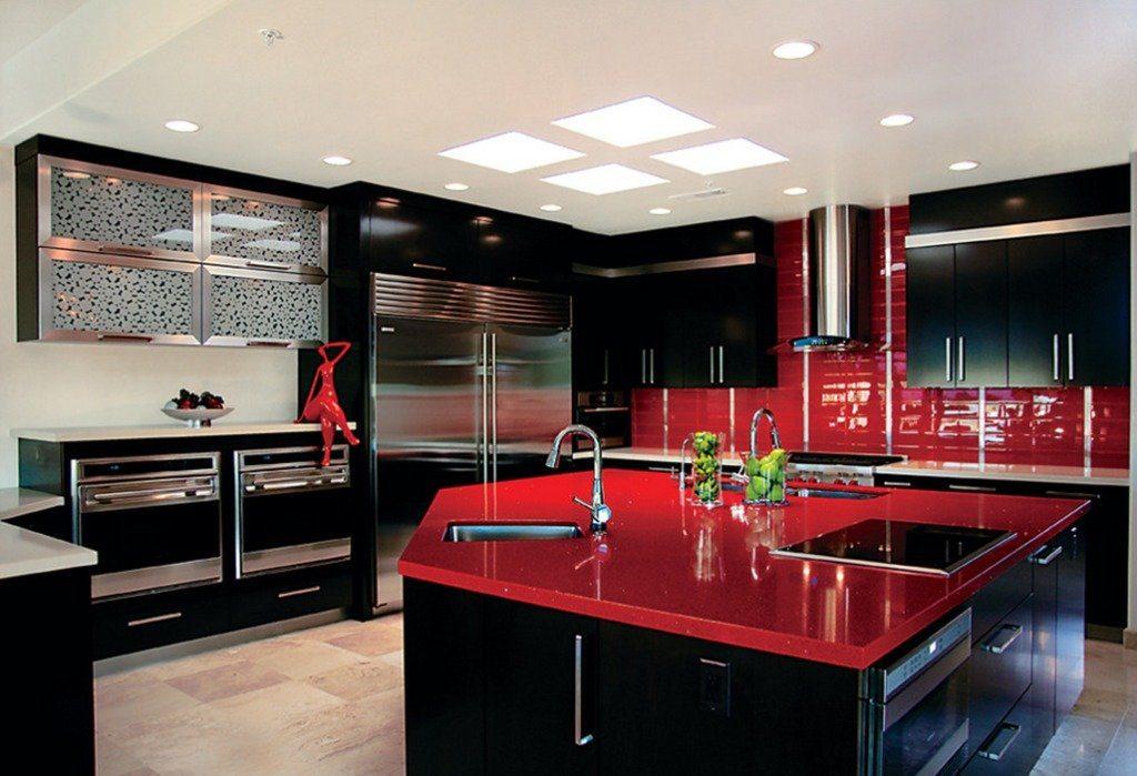 черно-белая кухня с красным цветом