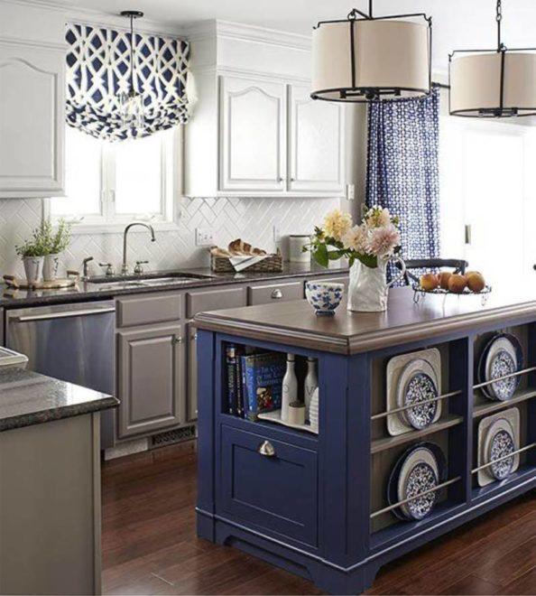 синяя кухня с пастельными тонами
