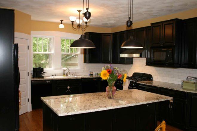 освещение черная кухня