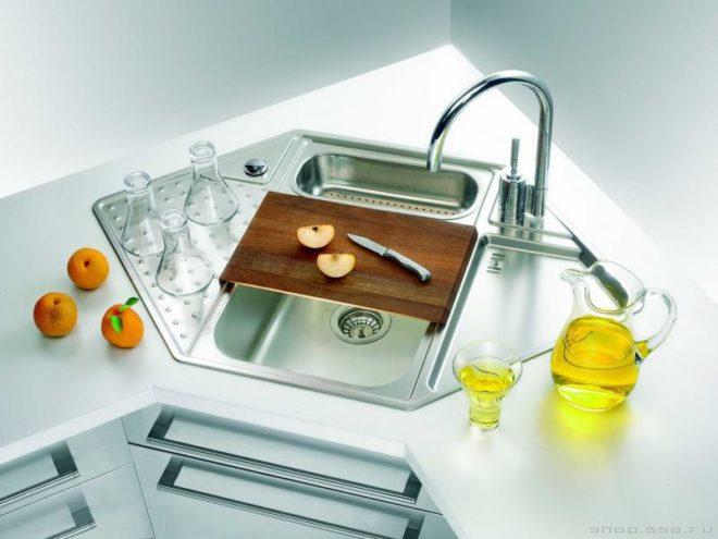 Угловая врезная мойка для кухни из нержавейки