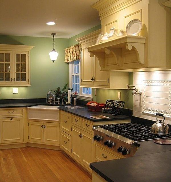 Классический стиль с мойкой в углу на кухне