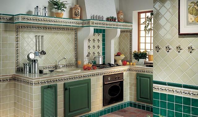 Выложить плитку на кухне своими руками