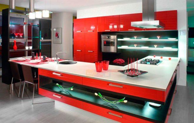 красная кухня в интерьере хай-тек 2
