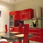красная кухня в интерьере 2