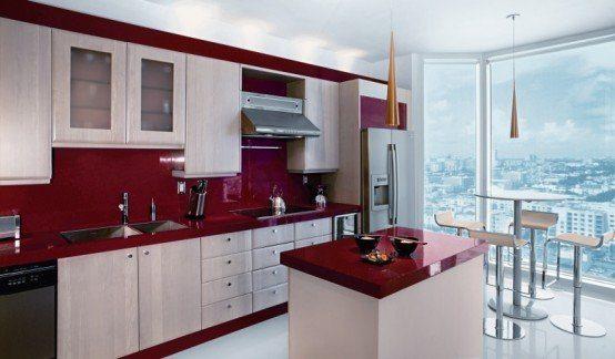 кухни в бордовом цвете с гармоничным разбавлением светлых тонов