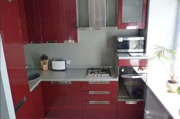 кухня 8 кв в красных тонах