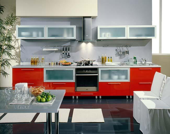 красная кухня в интерьере хай-тек