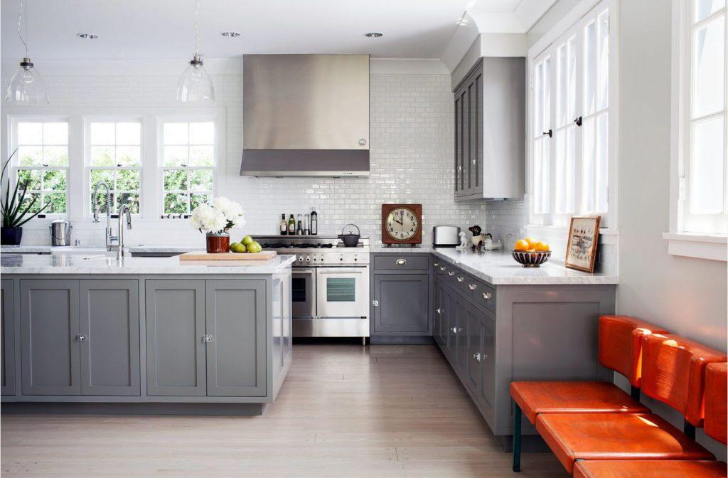 Серый и оранжевый в интерьере кухни