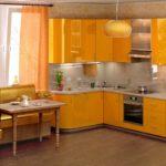 Сочетание желтого на кухне