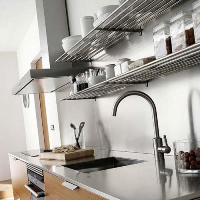 Металлические кухонные полки