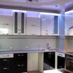 Подсветка для кухни под шкафы светодиодной лентой: плюсы и минусы, особенности монтажа