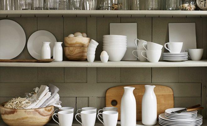 Преимущества навесных полок для кухни
