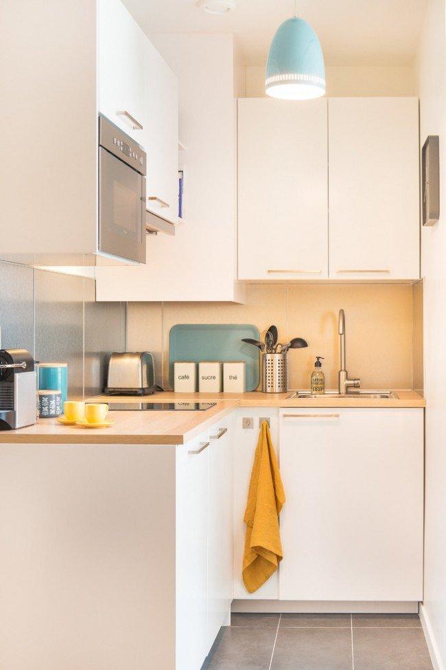 Г-образное меблирование маленькой кухни