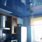 Глянцевый натяжной кухонный потолок