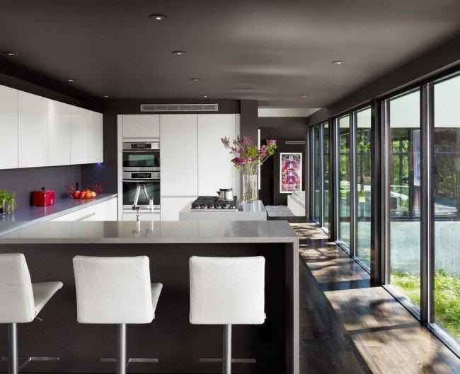 Крашеный потолок на кухне