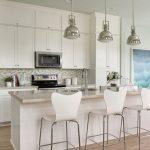 Белый цвет кухни-гостиной