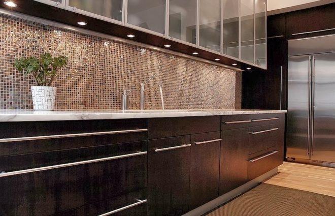 Кухонный фартук из стеклянной мозайки