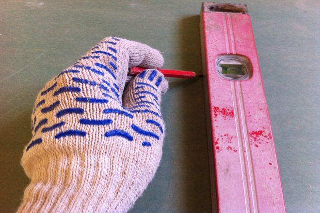 Нанесение разметки на гипсокартон для отрезания