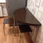 Полукруглый раздвижной стол на маленькой кухне