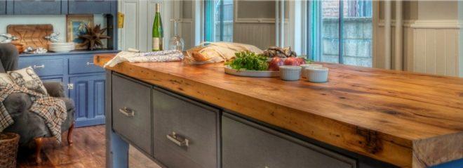 Столешница на кухне из цельного дерева