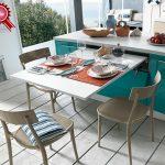 Выкатывающийся стол на кухне
