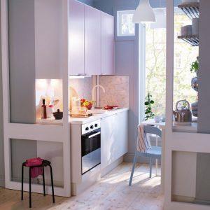 Бежевая очень маленькая кухня