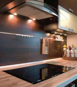 Черный кухонный фартук из МДФ