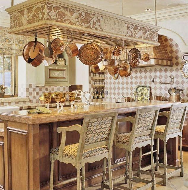 Декорация кухни посудой