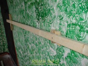 Деревянные рейки для выравнивания стены