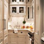 Классический стиль маленькой кухни