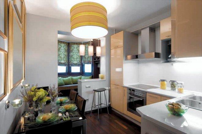 Маленькая кухня с балконом