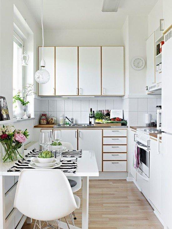Паркетная доска в маленькой кухне