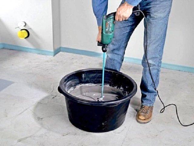 Подготовка клеевого раствора для плитки