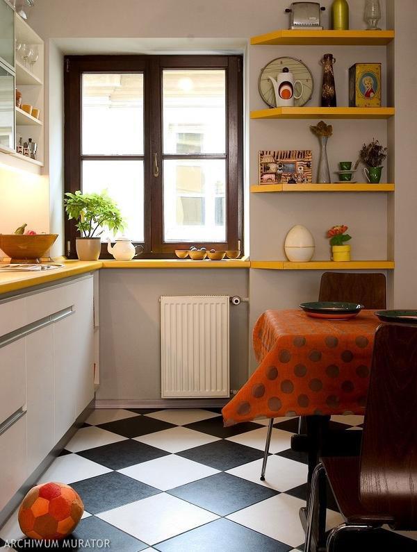 Пол маленькой кухни
