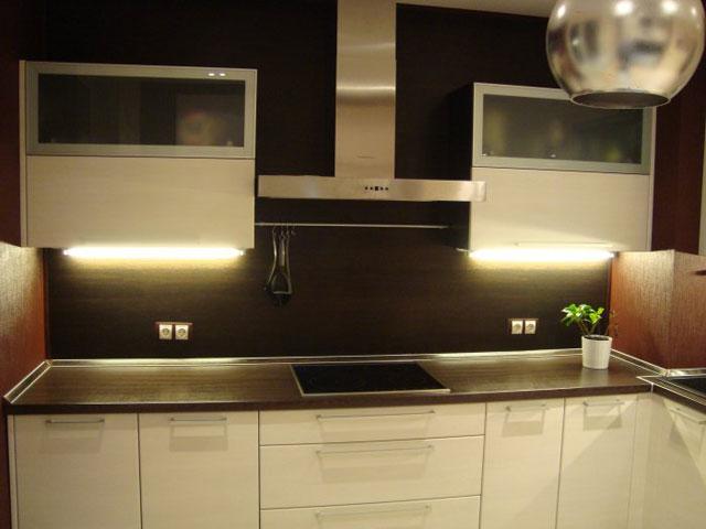 Розетки в кухонном МДФ фартуке