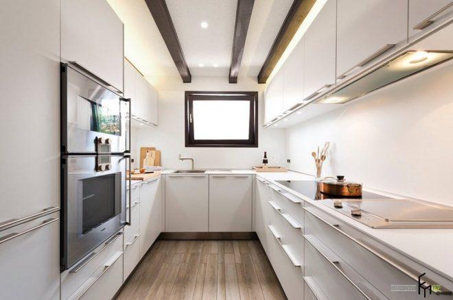 Современный кухонный гарнитур в маленькой кухне