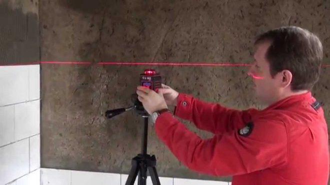 Укладка плитки по лазеру на стену