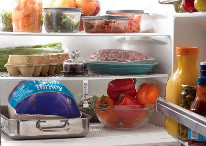 Упаковка продуктов в холодильнике