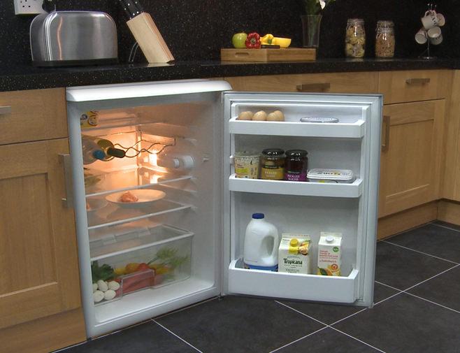Встраиваемый холодильник на маленькой кухне