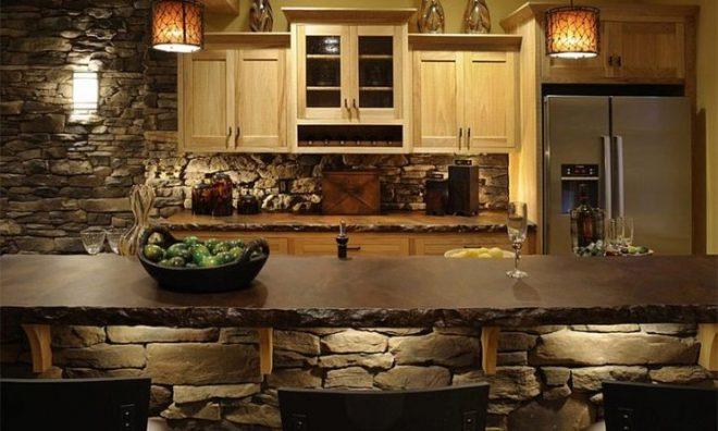Кухня отделанная камнем