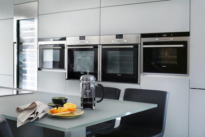 Встраиваемая микроволновка на кухне