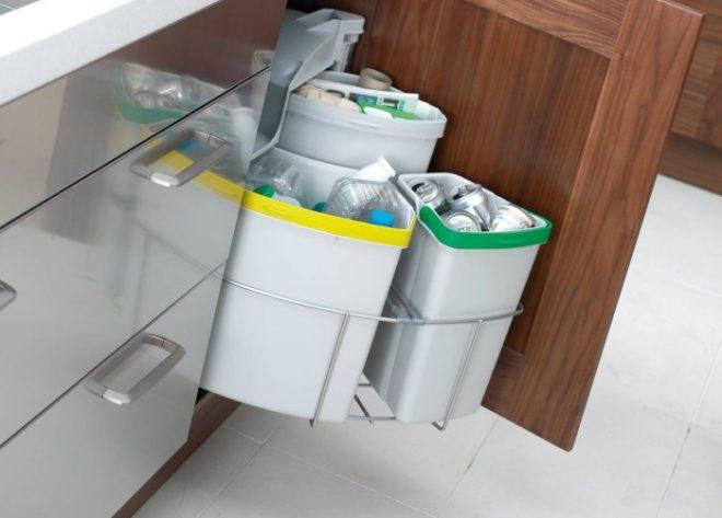 Мусорка с отделениями для сортировки мусора