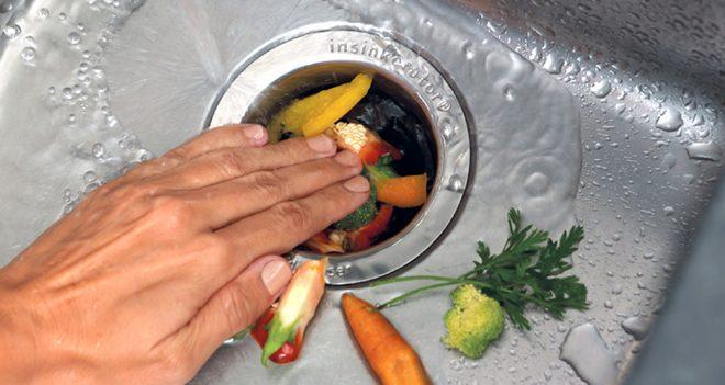 Пищевые отходы в раковине